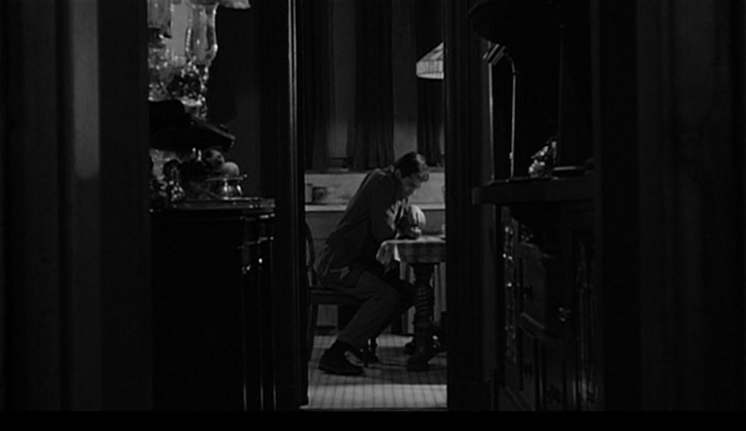 mise en scene psycho As with all of hitchcock's great films, psycho can be seen as simple,  as marion  drives on, night begins to take hold of the mise-en-scène,.