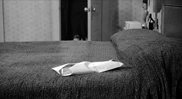 mise en scene psycho The highest concentration of references to birds takes place in the scene of marion's meal with norman tw on the relevance of birds in psycho (the film): remember the opeing scene: fad.
